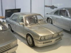 OttOmobile 1:18 BMW M5