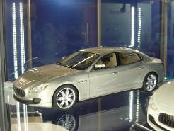 Top Marques Collectibles 1:18 Maserati Quattroporte