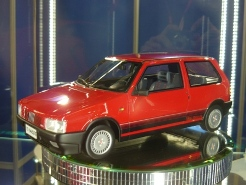 Top Marques Collectibles 1:18 Fiat Uno
