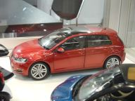 VW Golf VII 1:18 Norev