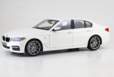 BMW 5 Series (G30) mineral white 1:18 Kyosho