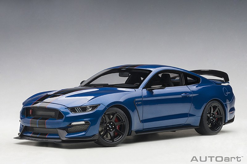 Ford Mustang Shelby GT350R lightning blue/ black stripes 1:18 AUTOart