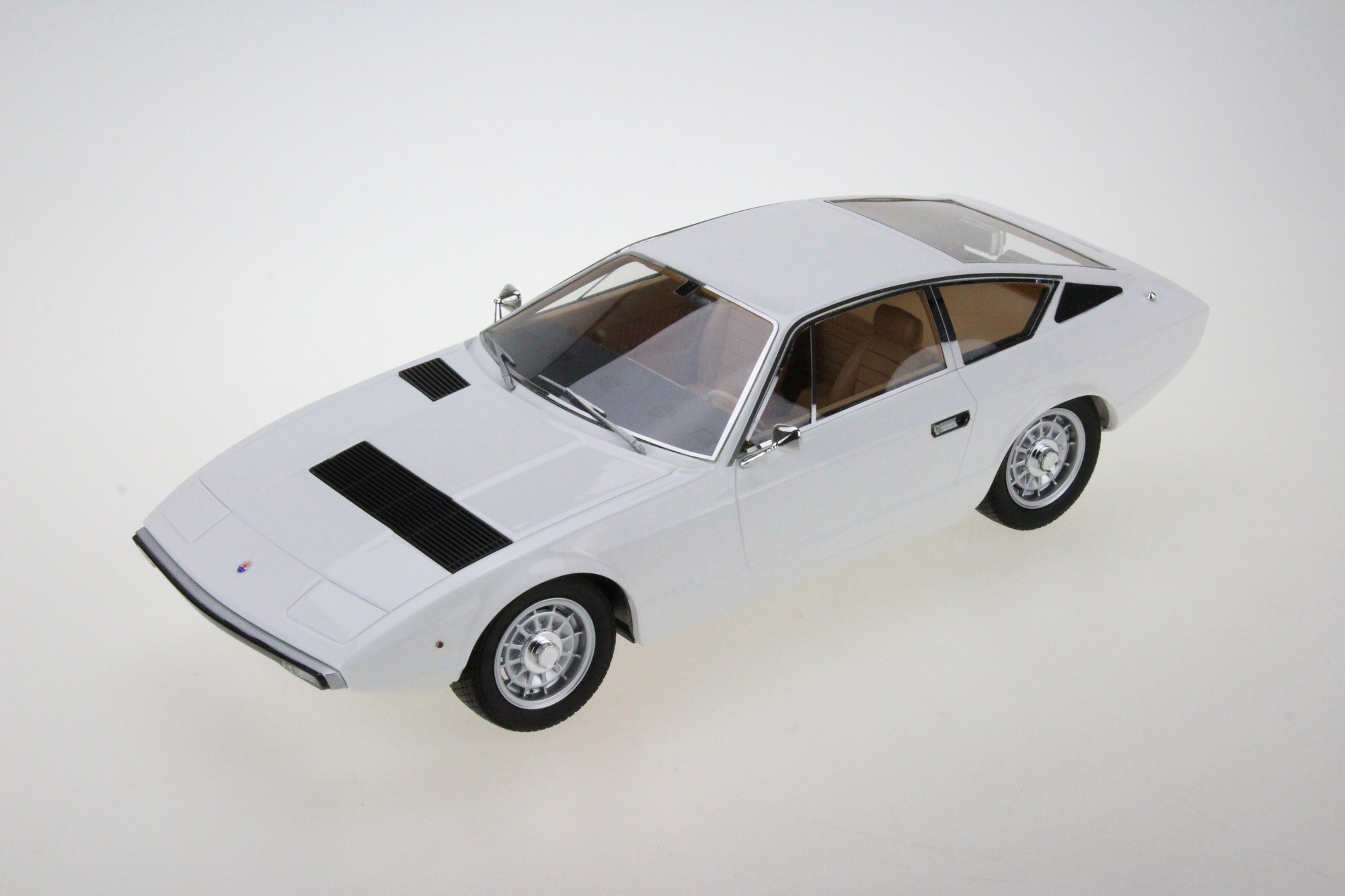 Maserati Khamsin 1973 white 1:18 Top Marques