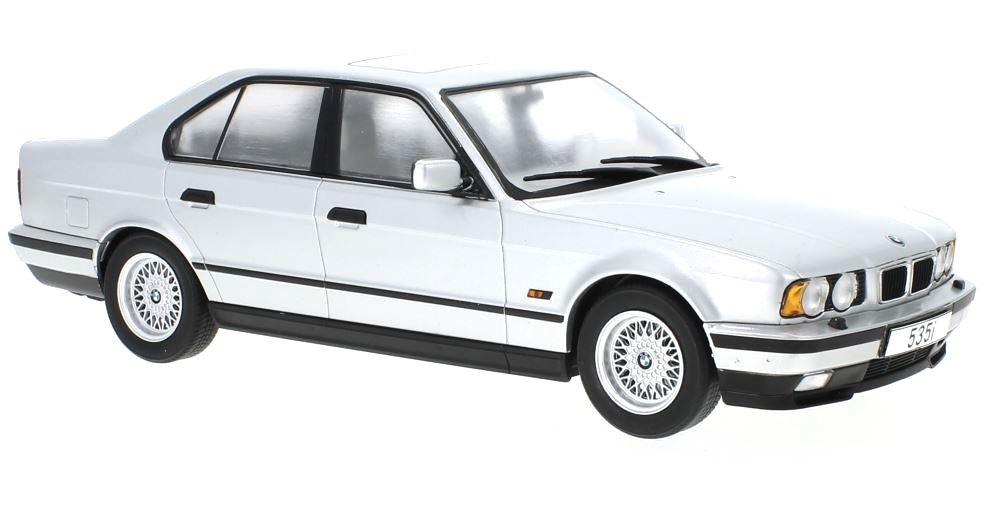 BMW 5er (E34) 1992 silver 1:18 MCG Modelcar Group