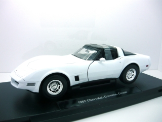Chevrolet Corvette Coupe 1982 white 1:18 Welly