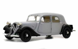 Citroën Traction 11B 1973 silver/black 1:18 Solido