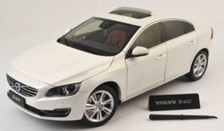 Volvo S60 2015 Crystal white pearl 1:18 Motor City Classics
