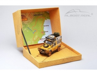 Land Rover 90 - Camel Trophy Edition Dirty Version yellow 1:43 Almost Real
