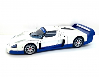 Maserati MC12 Road Car 2004 1:18 AUTOart