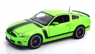 Ford Mustang Boss 302 Year 2013 green 1:18 Shelby Collectibles