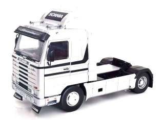 Scania 143M 500 Streamline Tractor Truck 2-Assi 1995 silver/black 1:18 Road Kings