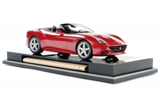Ferrari California T dark red 1:18 Amalgam