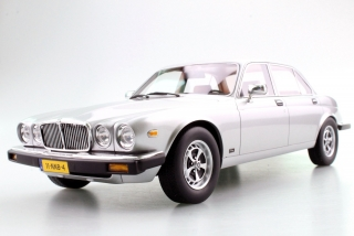 Jaguar XJ6 1982 silver 1:18 LS Collectibles
