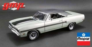 Plymouth GTX 1970 silver metallic/black vinyl top 1:18 G.M.P.