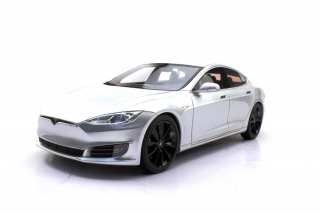 Tesla Model S 2016 silver 1:18 LS Collectibles