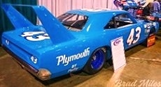 Plymouth Superbird #43 MCACN 1970 Petty blue 1:18 Auto World