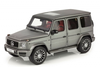 Mercedes-Benz G-Class W463 light grey 1:18 Minichamps