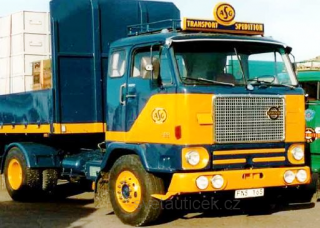 Volvo F88 1971 dark blue/yellow 1:18 MCG Modelcar Group
