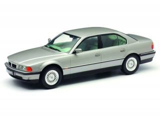 BMW 7-Series 740i E38 1994 grey metallic 1:18 KK Scale