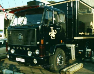 Volvo F88 John Player Special 1977 black 1:18 MCG Modelcar Group